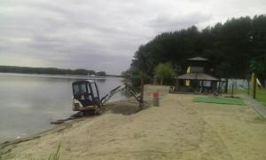 Планировка пляжа миниэкскаваторм