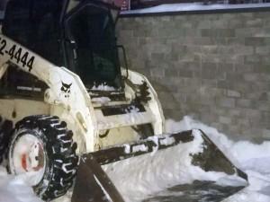 Уборка снега мини-погрузчиком